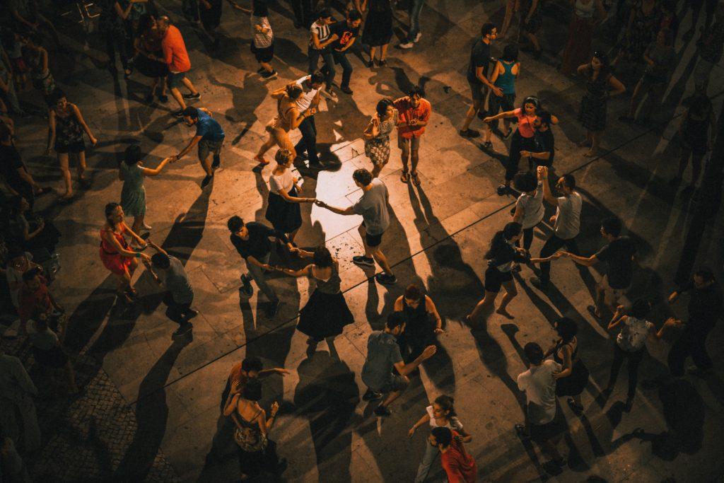 Yule - danseurs - Célébrer la victoire de la lumière sur les ténèbres